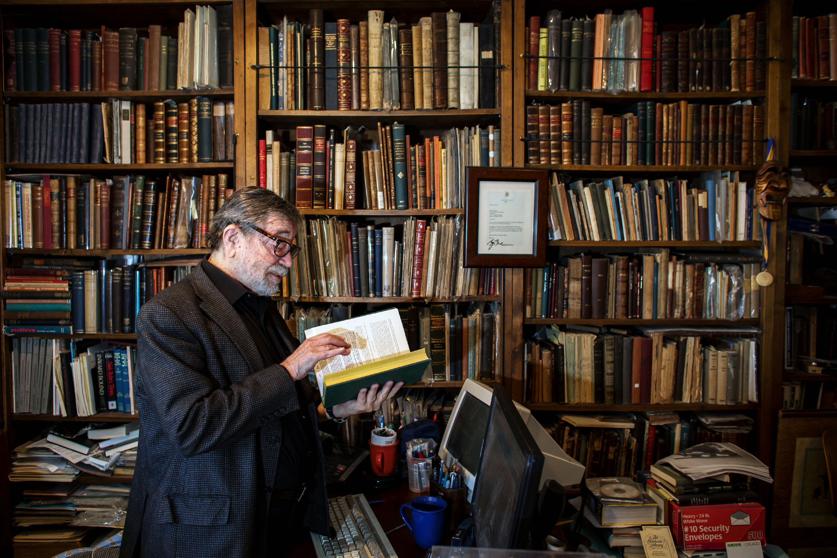 Photo of Judea Pearl in his library